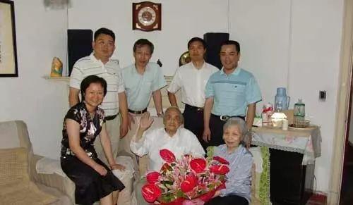 中泰斗法照片_芮沐:103岁的法学泰斗_先生之风_北京大学经济法
